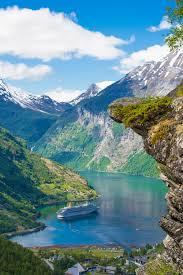 los fiordos noruegos ofrecen unos paisajes espectaculares que te