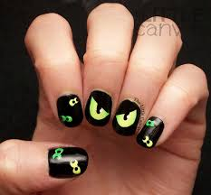 are you afraid of the dark spooky eyes nail art chalkboard the