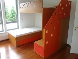 kinderzimmer für 2 buntes kinderzimmer mit 2 schlafplätzen auf 2 etagen schreinerei