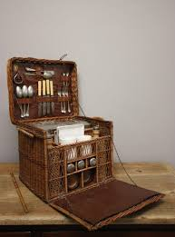 best picnic basket best 25 wicker picnic basket ideas on picnic baskets