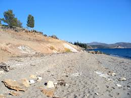 Wyoming beaches images Sandy beach view towards storm point storm point trail jpg