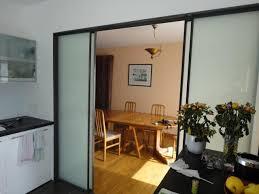 cuisine avec porte coulissante cloison intérieur coulissante acier sur rail vitrage opale nantes