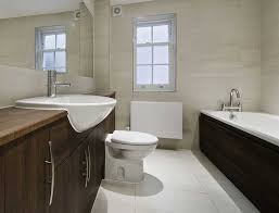wohnideen minimalistische badezimmer minimalistische badezimmer in wollweiß und dunklen farbschema