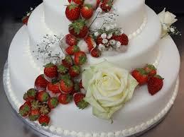 hochzeitstorte erdbeeren rosgarten café hochzeit