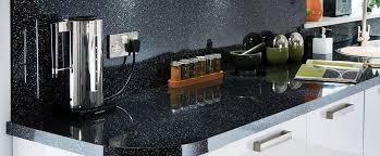plan de travail cuisine noir pailleté plan de travail granit portugal pavs granit mixte with plan de