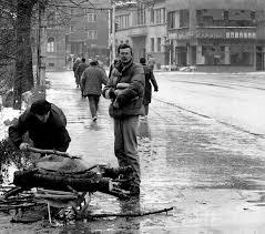 siege de sarajevo file sarajevo siege gathering firewood jpg wikimedia commons
