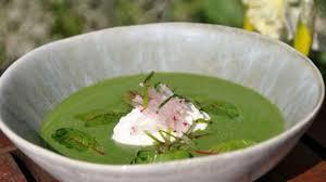 cuisiner feuilles de radis la soupe froide de fanes de radis et raifort recette par