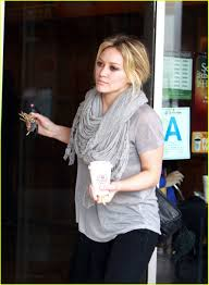 hilary duff engagement ring hilary duff is a burger photo 1708861 hilary duff pictures