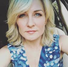 amy carlson hairstyles on blue bloods amy carlson surprise visit from max weinberg on blue bloods set