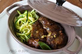 cuisiner un jarret de boeuf fourchette et grande cuillère cocotte de jarret de boeuf à