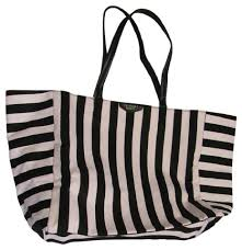 victoria secret free tote bag black friday victoria u0027s secret weekend travel bags up to 90 off at tradesy