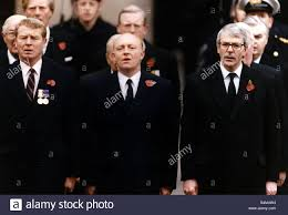 john major prime minister on remembrance day with neil kinnock and