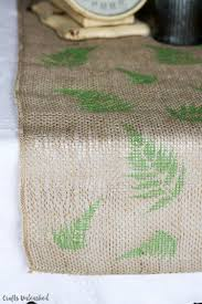 table runner diy tutorial with stenciled ferns