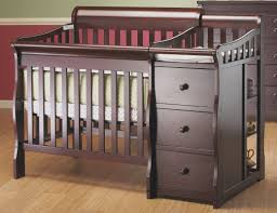 Mini Crib With Attached Changing Table Sorelle Newport 2 In 1 Convertible Mini Crib And Changer Reviews