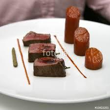 cuisine gastronomique d馭inition filet de boeuf et pommes de terre confites photo libre de droits