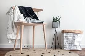 schlafzimmer stuhl jeder braucht einen ablagestuhl im schlafzimmer craftifair