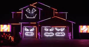 halloween house wows with spooky u0027ghostbusters u0027 light show huffpost