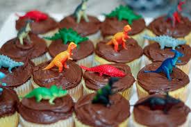 dinosaur cupcakes meg the martin men dinosaur birthday party