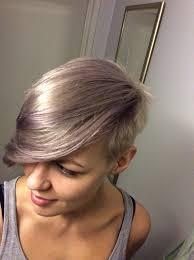 gray hair with lavender highlights naisten lyhyet hiukset