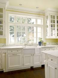 yellow kitchen walls white cabinets pale yellow kitchen walls design ideas