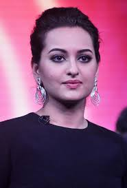 hair styling and dressing sense of sonakshi sinha 13