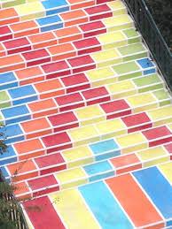 escalier peint 2 couleurs quand les escaliers de lyon prennent des couleurs lyon citycrunch