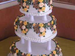 How To Decorate Heart Shaped Cake 3 Tier Heart Shaped Wedding Cake W Royal Icing Flowers