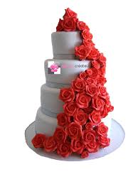 pi ce mont e mariage pièce montée mariage cascade roses rouges wedding cake