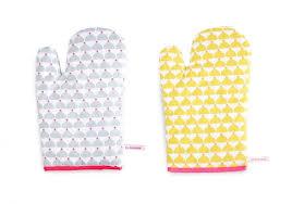 gant de cuisine gant cuisine la cocotte modèle chic gris ou jaune
