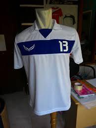 desain kaos futsal jepang bersama dengan satu tim memakai baju futsal kreasi sendiri kostum
