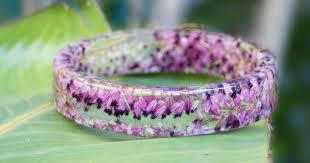 handmade flower bracelet images Flowers frozen in time inside handmade resin bracelets bored panda jpg