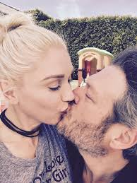 Comfort Photo Gwen Stefani Says Blake Shelton Is U0027perfect U0027 Sexiest Man Alive