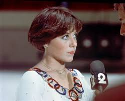 pics of new short bob haircuts on jordan dunn and lilly collins america s sweetheart dorothy hamill