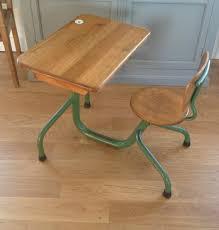 bureau d 馗olier ancien en bois 1 place bureau d écolier jean prouvé la factory de julie