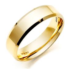 gold ring for men men s 18ct gold bevelled edge wedding ring 0005031