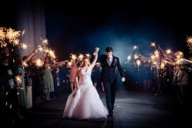 sparklers for wedding choosing the best sparklers for your wedding the fashionable