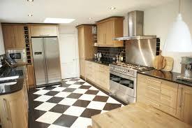 cuisine sol noir carrelage sol noir et blanc maison design bahbe com