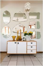 How To Arrange Pictures On A Wall by Best 25 Mirror Gallery Wall Ideas On Pinterest Wall Of Mirrors