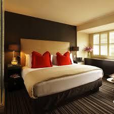 teppichboden design schlafzimmer einrichten schlichtes design streifen teppichboden