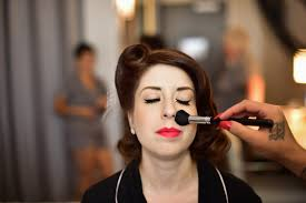 makeup artists that come to your house tips for working with makeup artist on wedding day popsugar beauty