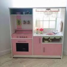 cuisine fillette une cuisine d enfant en caisses à vin pinteres