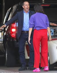 jerry seinfeld bickers with miranda sings filming comedians in