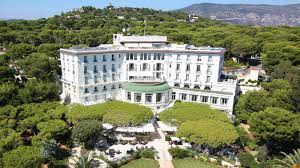 grand hôtel du cap ferrat is now a four seasons hotel