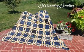Wedding Ring Quilt by Friday Finish The Double Wedding Ring