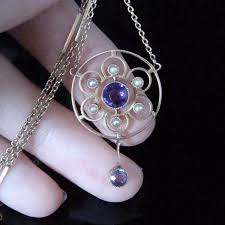 vintage necklace styles images The complete guide to vintage and antique necklace styles jpg