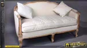 canap style louis xv canapé de style louis xv en hêtre tissu coloris biscuit
