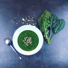 comment cuisiner le chou kale soupe detox au chou kale et aux épinards frais