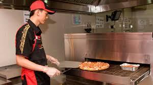 membuat pizza gang kuliner phd pizza hut delivery berikan yang terbaik dalam waktu 30