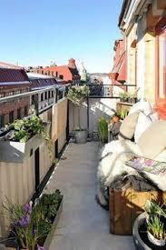 blumenkasten fã r balkon make your balcony as a room inspiration from sköna hem