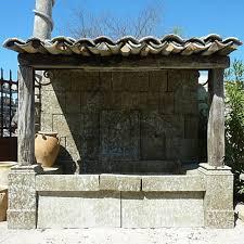 fontaine en pierre naturelle grande fontaine fontaine murale avec une sortie deau en fer